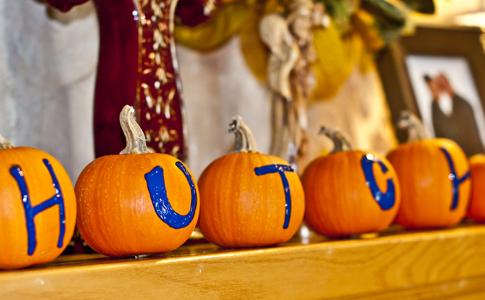 pumpkins fall mantel